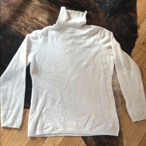 Cashmere cream turtle neck sweater Medium